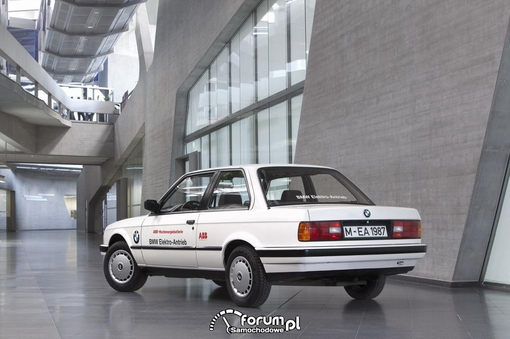 BMW 325iX (1987-1990), tył