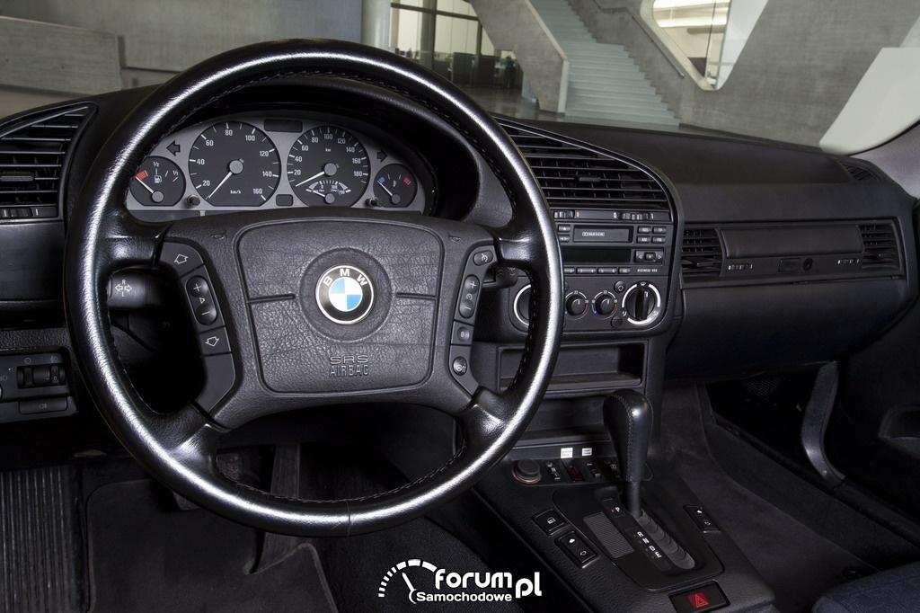 BMW electric (1992-1997), deska rozdzielcza