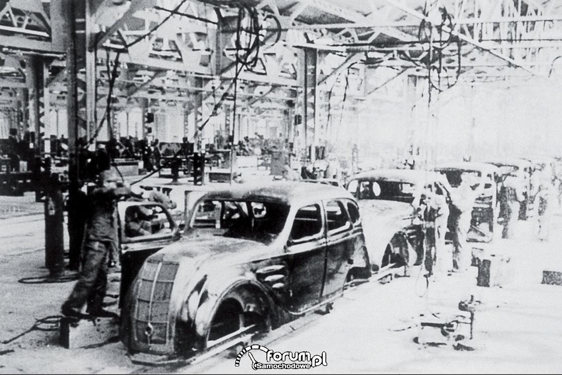 1938 rok hala produkcyjna -  Toyota model AA