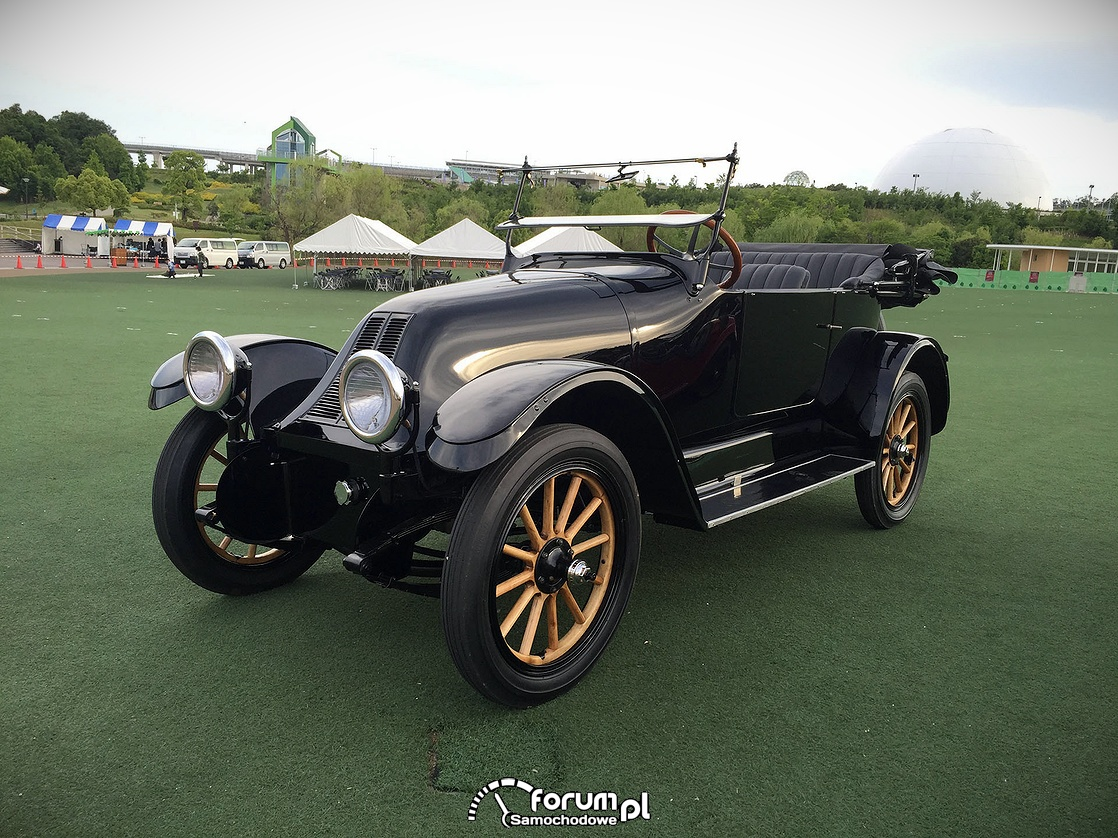 Święto klasycznych samochodów w Tokio