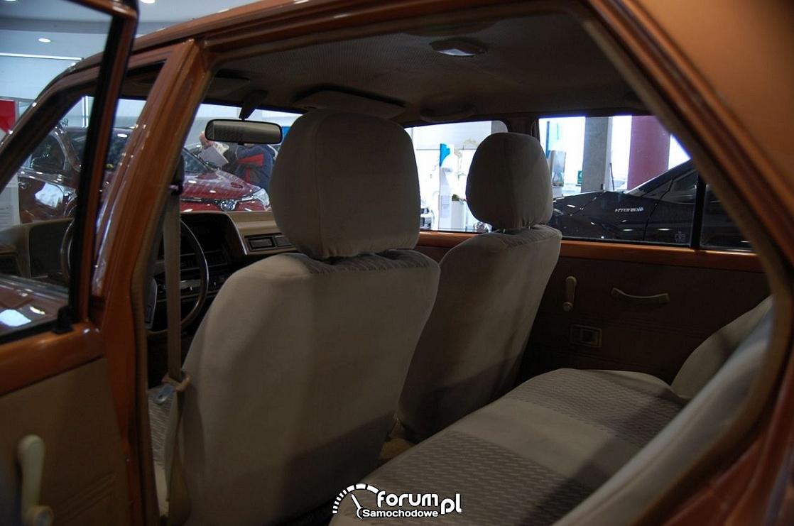 Toyota Corolla 1981 rok, tylna kanapa