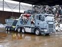 Ciężarówka z zabudową bramową i przyczepką