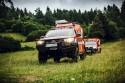 Toyota Hilux w służbie GOPR, łąka