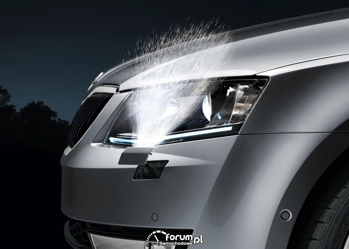 Działanie spryskiwaczy przednich lamp w samochodzie