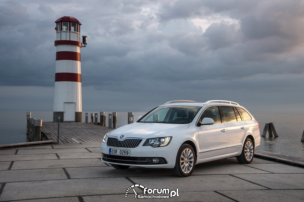 Skoda Superb Kombi, 2013