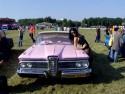 Dziewczyna i różowy Old Car