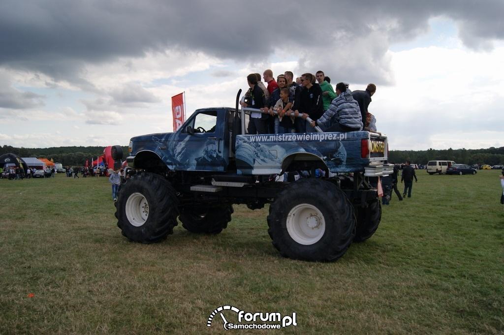 Monster Truck, przejzady z ludźmi
