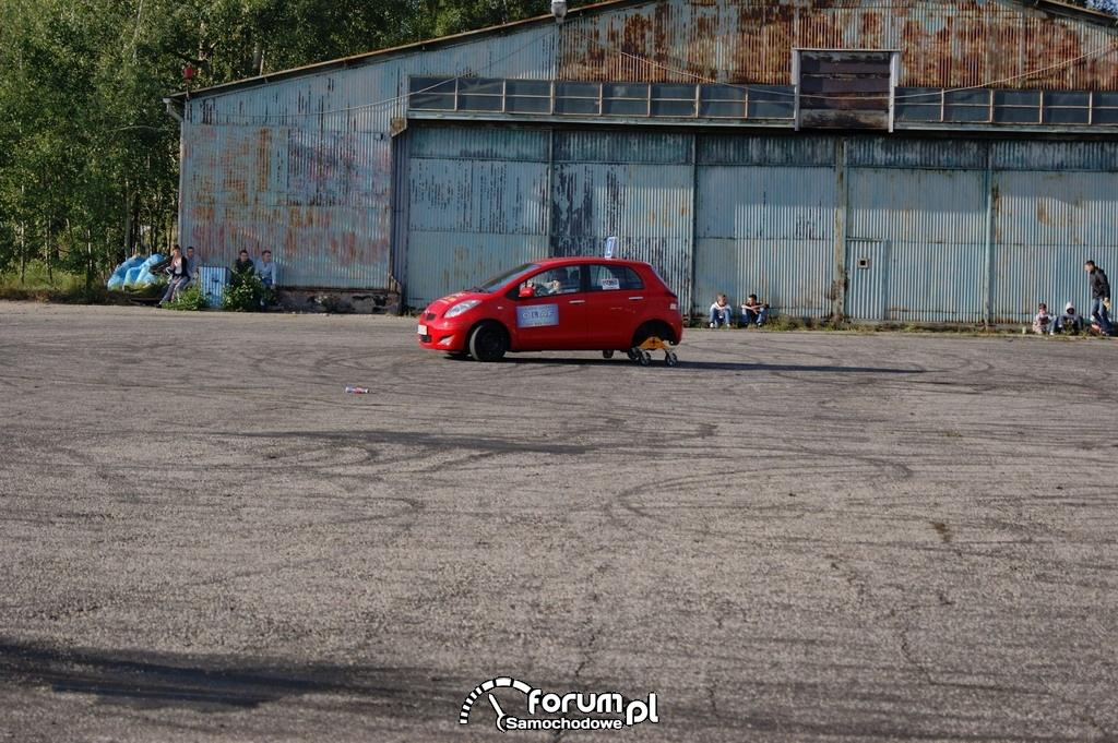 Toyota Yaris, Jazda na trolejach