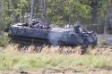 MTLB-u wojskowy pojazd gąsienicowy w terenie