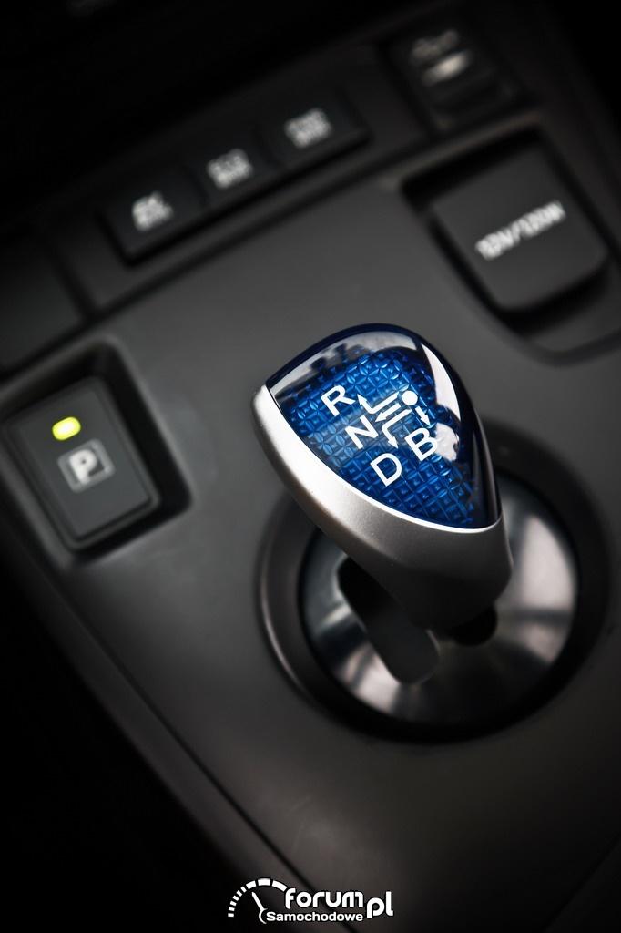 Hybrydowa Toyota Auris, dźwignia zmiany biegów