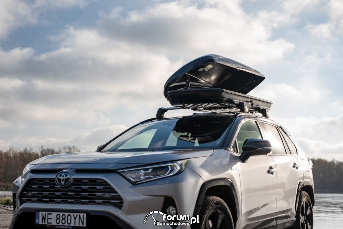 Kufer dachowy z gamy akcesoriów Toyoty