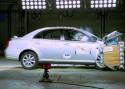 Pierwszy airbag chroniący kolana kierowcy, Toyota Avensis, 2003