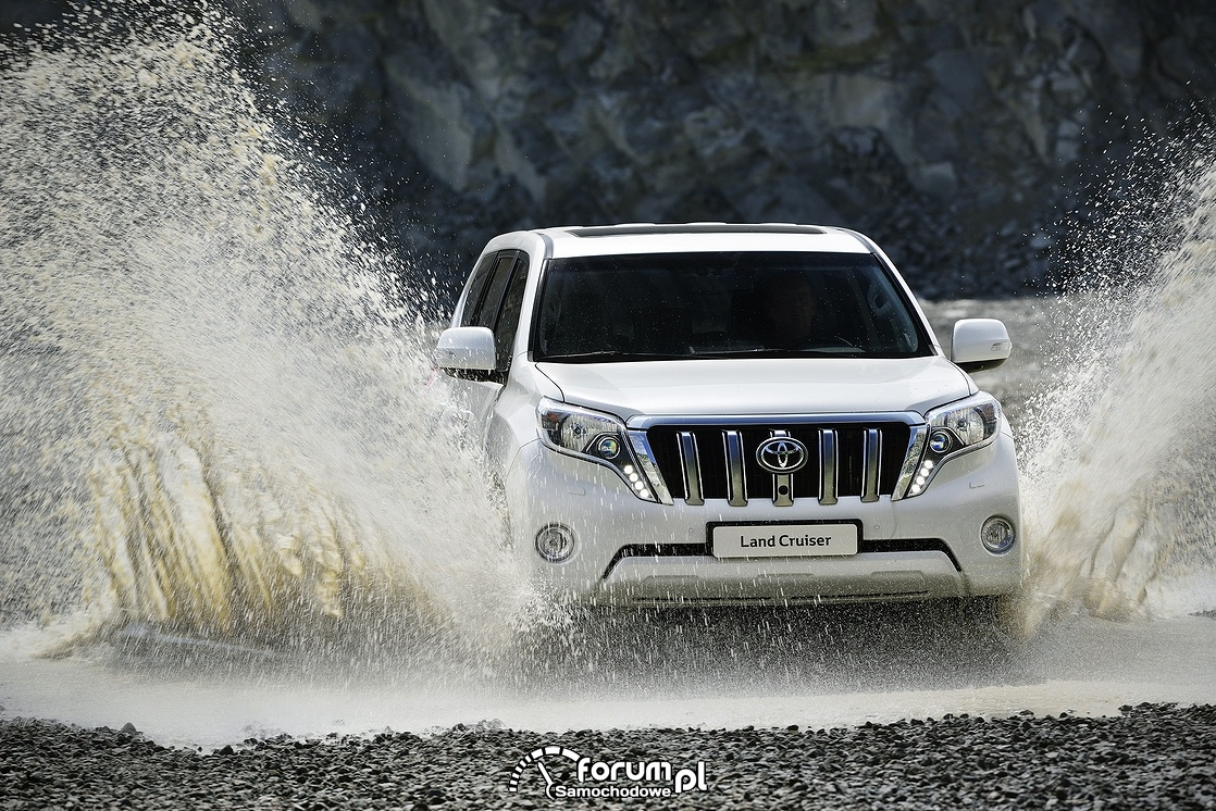 Przejazd przez wodę, Toyota Land Cruiser, 2013