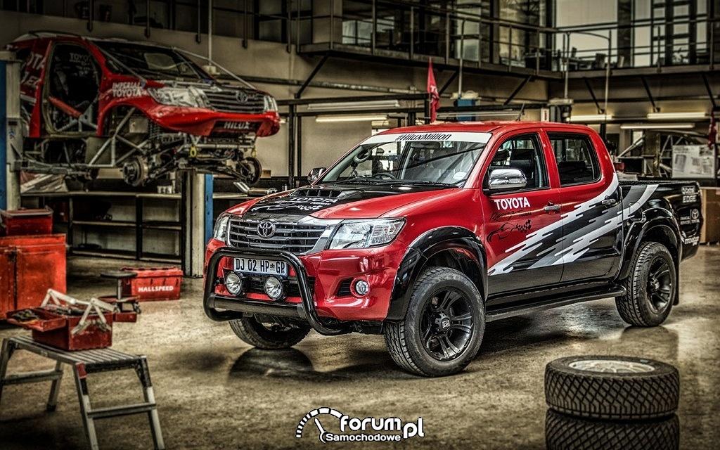 T-REX - Toyota Hilux Racing Experience, garaż