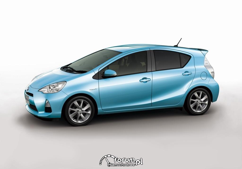 Toyota AQUA kompaktowy pojazd hybrydowy 1