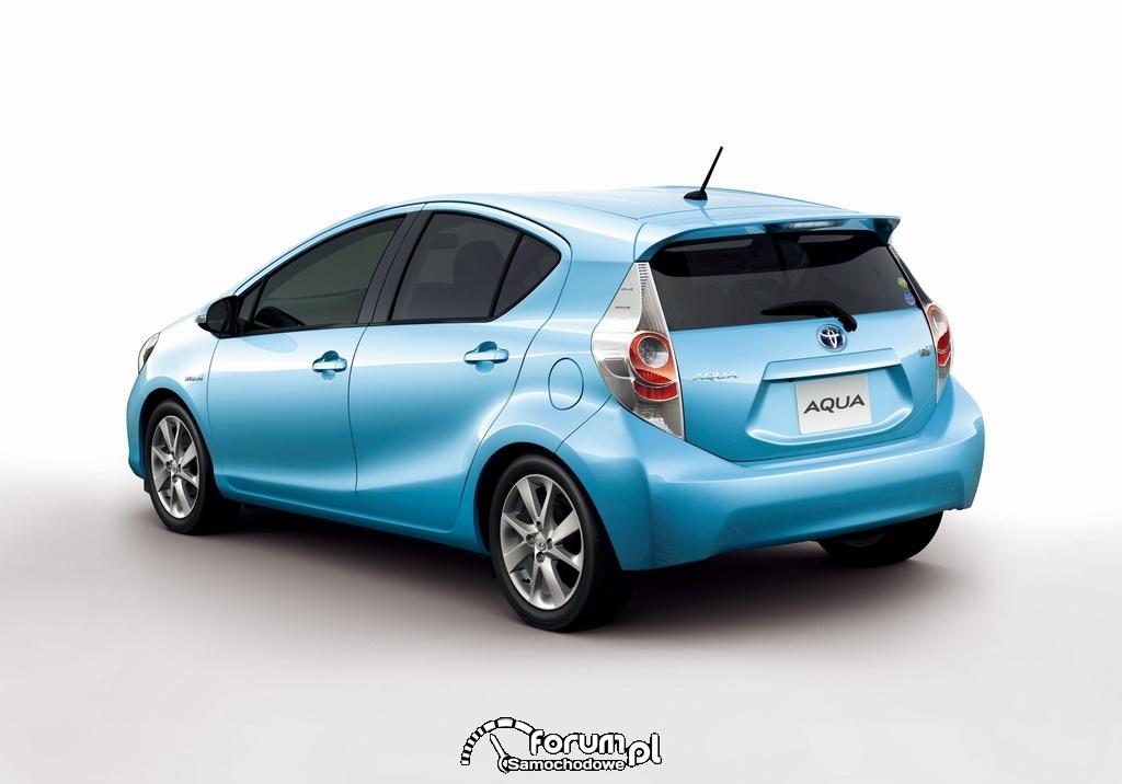 Toyota AQUA kompaktowy pojazd hybrydowy 2