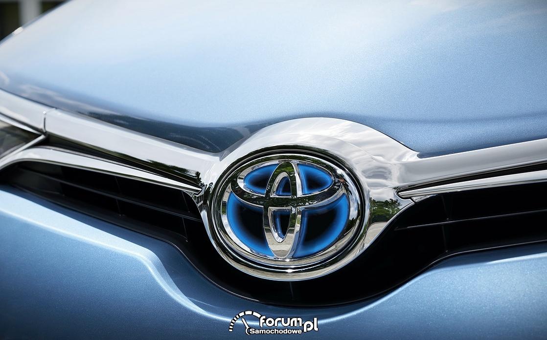 Toyota Auris, podświetlany przedni znaczek, 2015