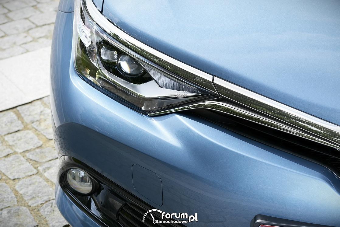 Toyota Auris, przednie lampy, 2015