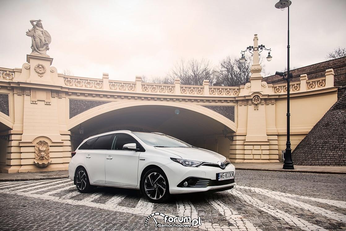Toyota Auris Touring Hybrid