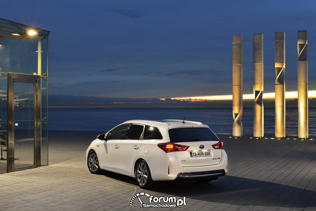 Toyota Auris Touring Sports Hybrid, 2