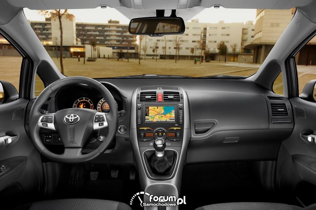 Toyota Auris - wnętrze z nawigacją