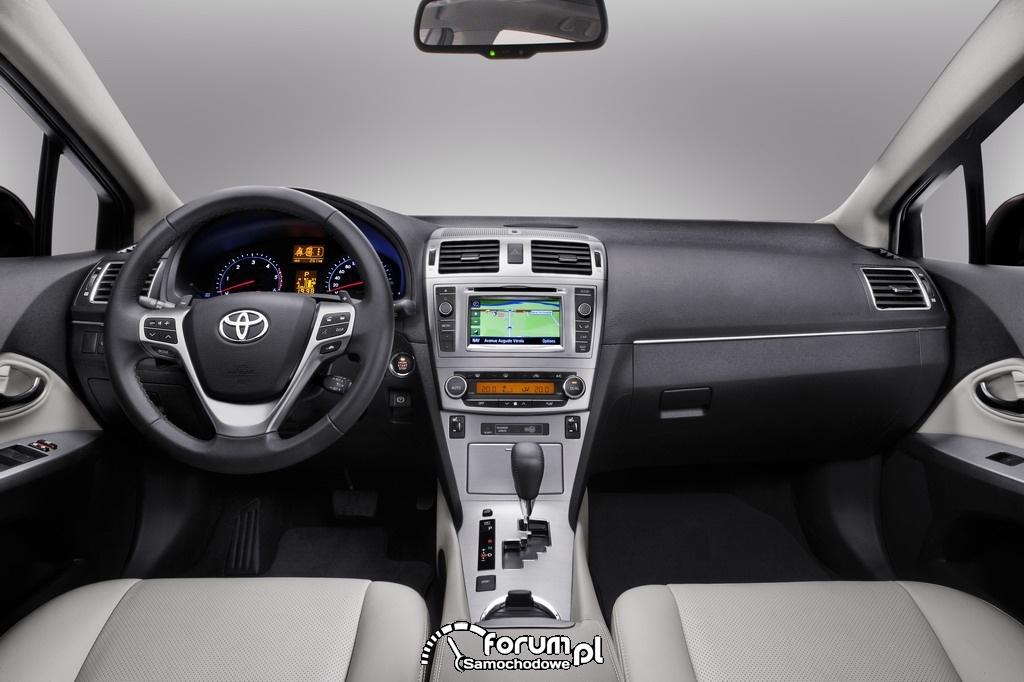 Toyota Avensis 2012 - wnętrze