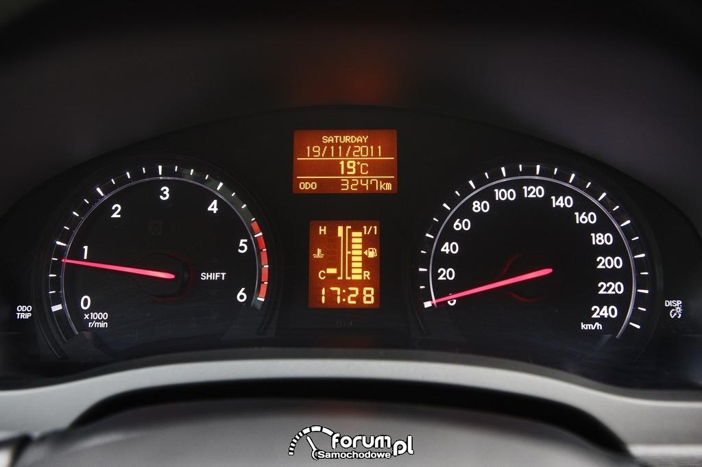 Toyota Avensis 2012 - zegary