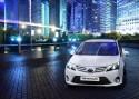 Toyota Avensis Emotion, przód biały, 2