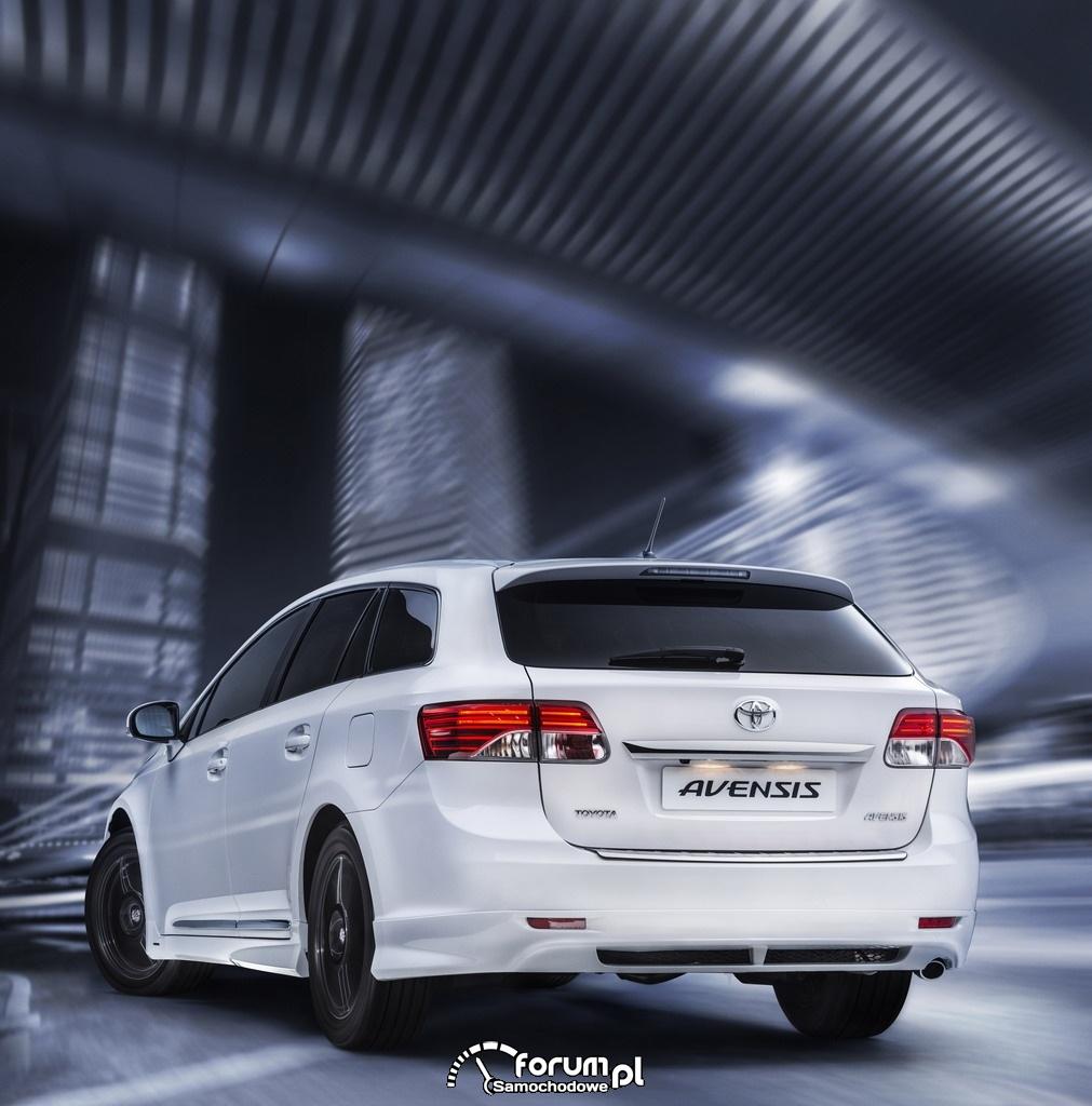 Toyota Avensis Emotion, tył biały