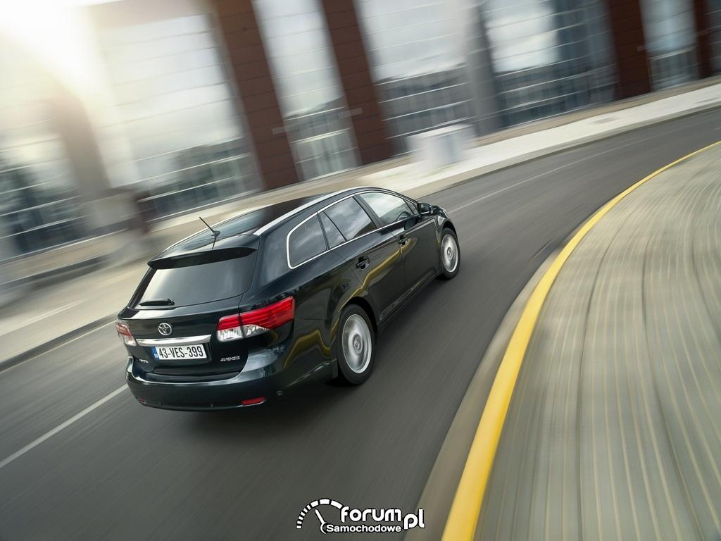 Toyota Avensis kombi 2012 - widok z tyłu