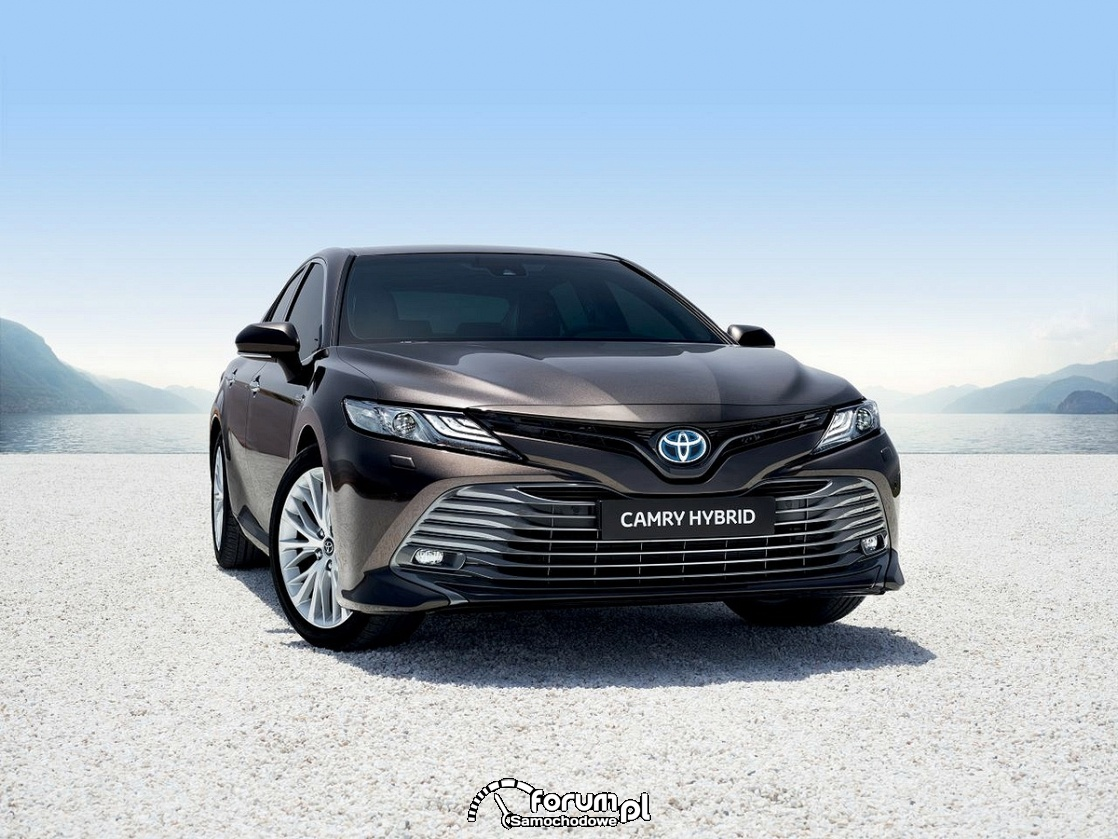Camry, Carina, Avensis - średniej wielkości sedany Toyoty w Polsce