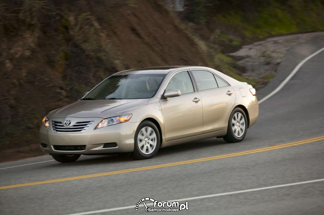 Toyota Camry Hybrid VI generacja