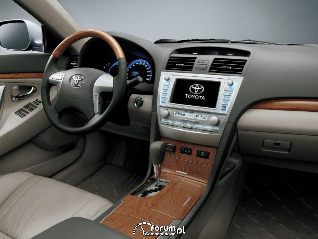 Toyota Camry Hybrid VI generacja, wnętrze