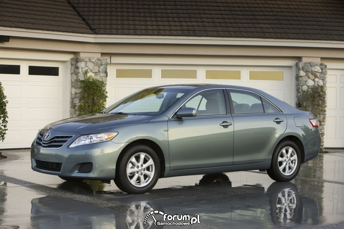 Toyota Camry LE, 2010 rok