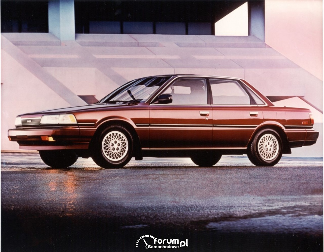 Toyota Camry sedan, 1990 rok