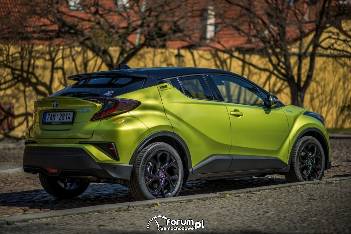 Toyota CHR, neon lime, bok