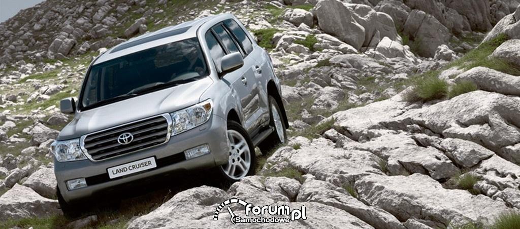 Toyota Land Cruiser V8 - zjazd po kamieniach