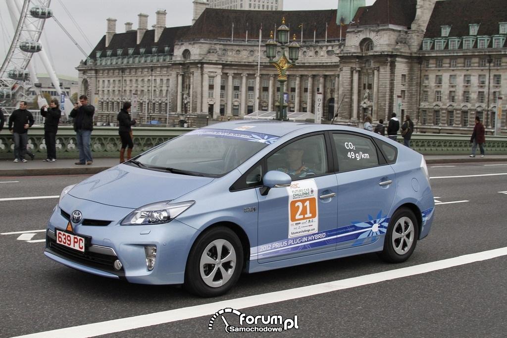 Toyota Prius PHV - samochód hybrydowy