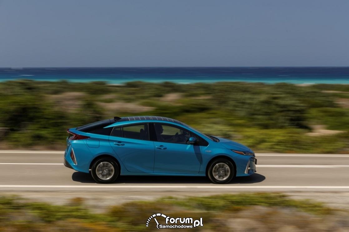 Toyota Prius Plugin, hybrid, bok