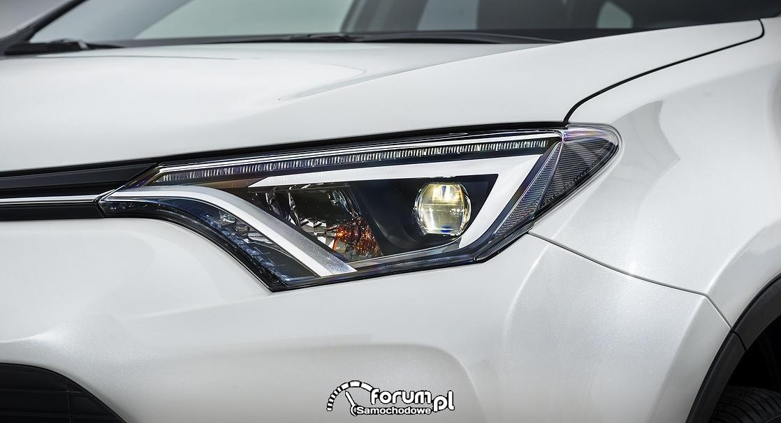 Toyota RAV4 Hybrid, przednie lapmy LED
