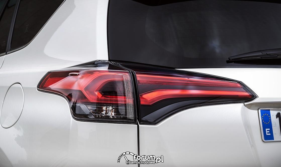 Toyota RAV4 Hybrid, tylne lampy LED