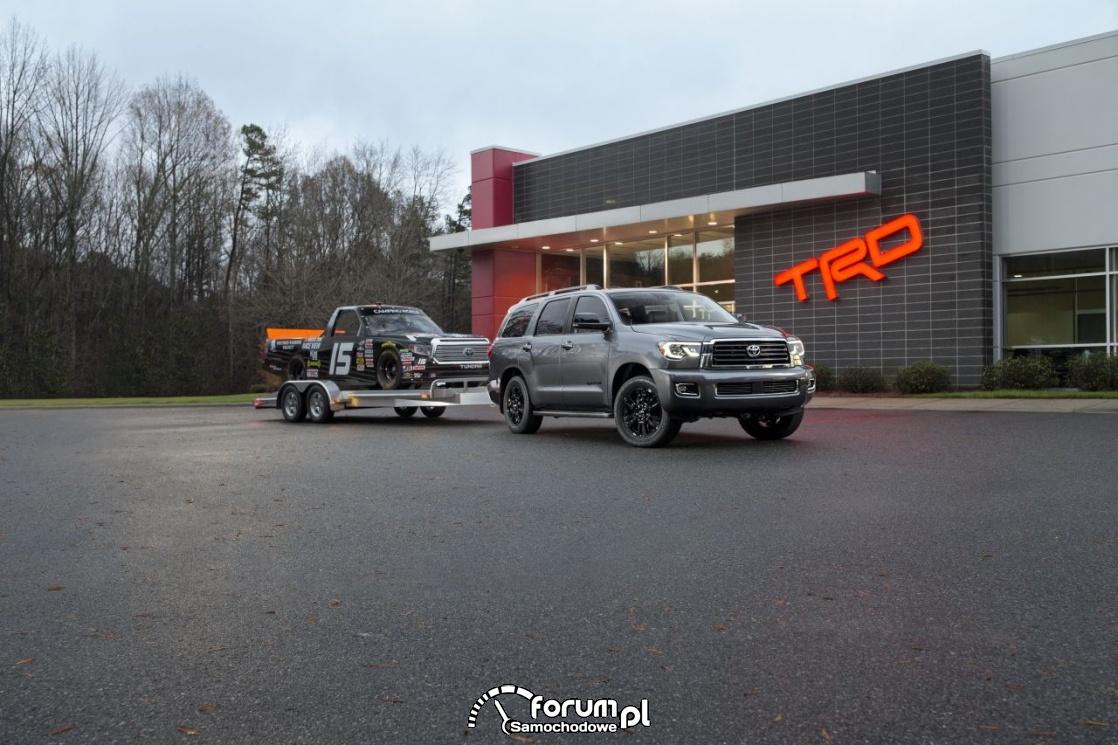 Toyota Sequoia TRD Sport z lawetą