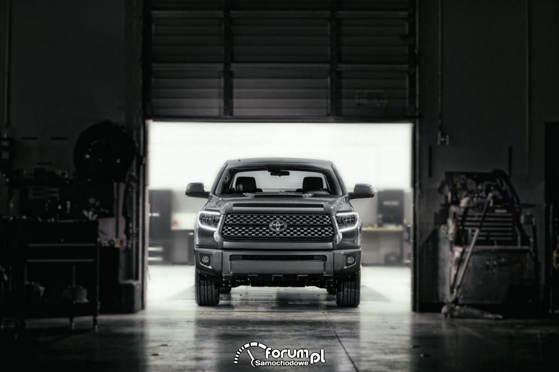 Toyota Tundra TRD Sport, przód