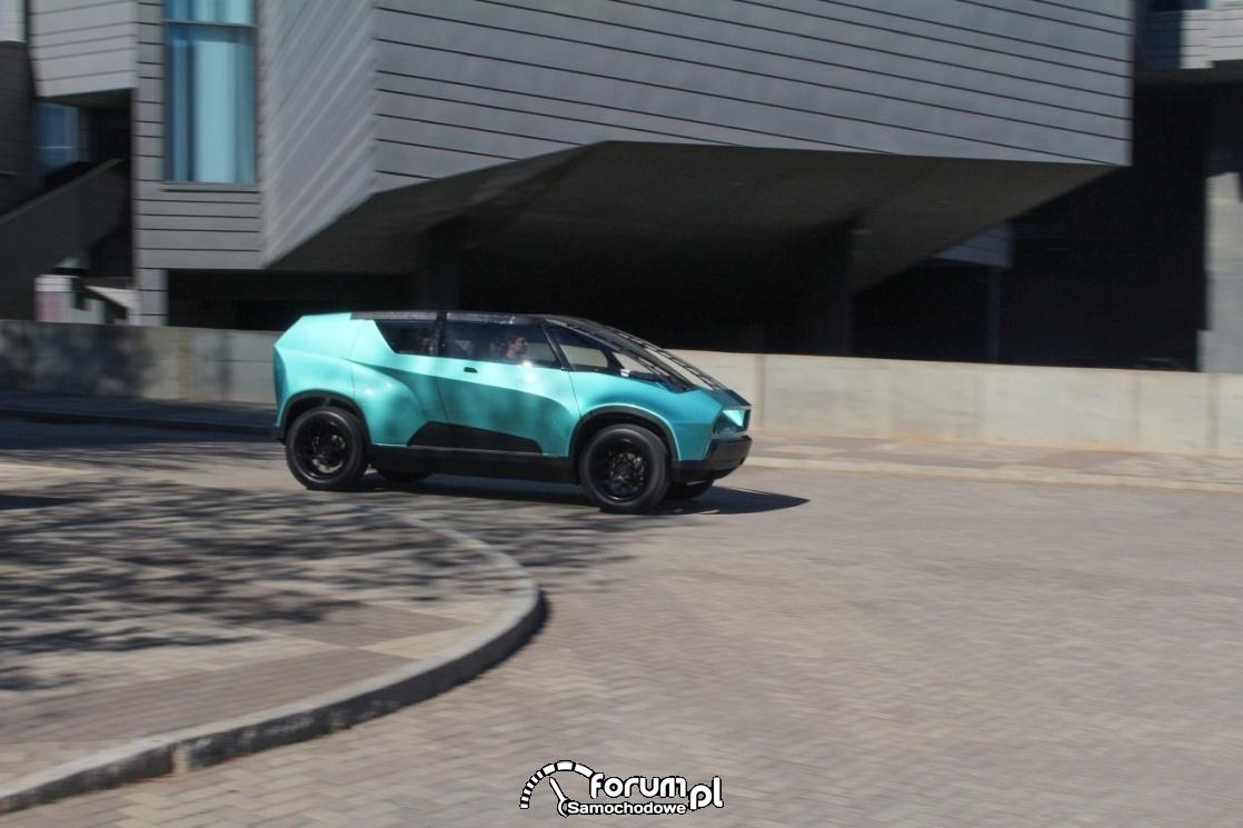 Toyota uBox, bok