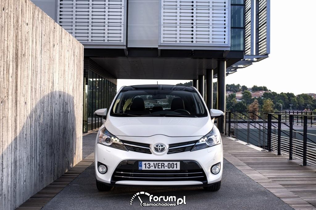 Toyota Verso, przód, mini van