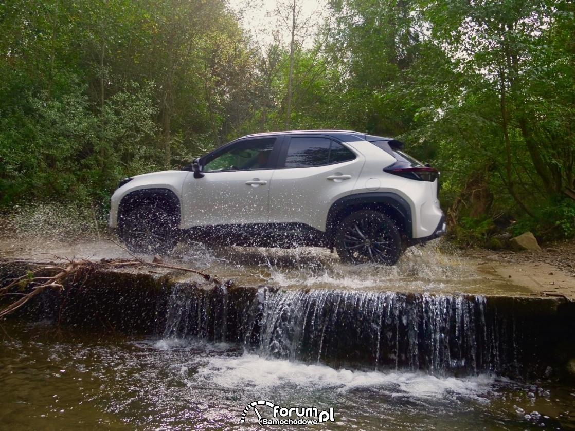 Jak działa napęd AWD-i w hybrydach Toyoty?
