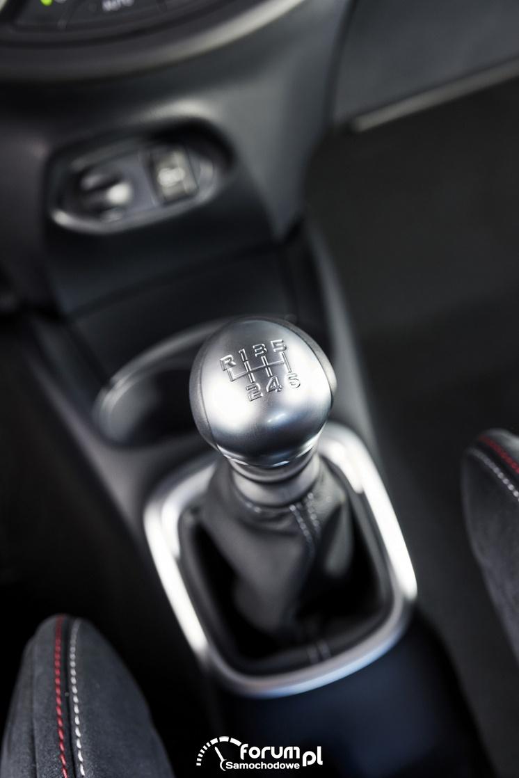 Toyota Yaris GRMN - hot hatch, drążek zmiany biegów