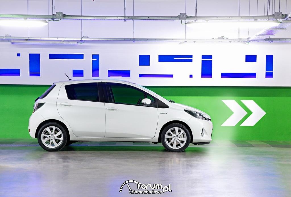 Toyota Yaris Hybrid, bok