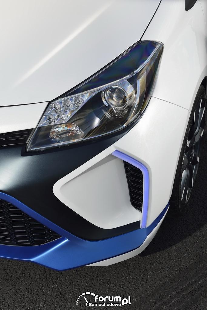 Toyota Yaris Hybrid-R, przednie lampy