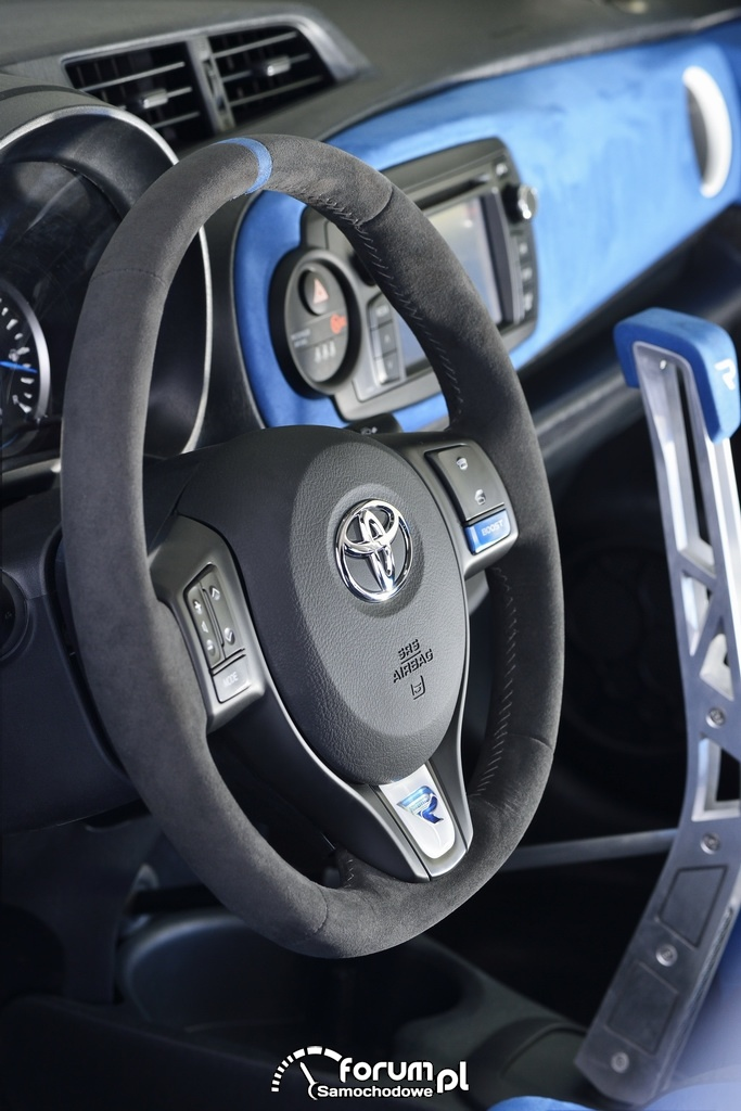 Toyota Yaris Hybrid-R, sportowa kierownica